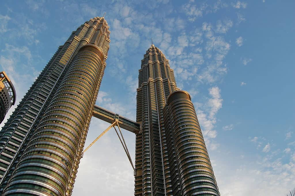 The Petronas Twin Towers (CC BY-SA 3.0) by Luke Watson (Lukeaw)