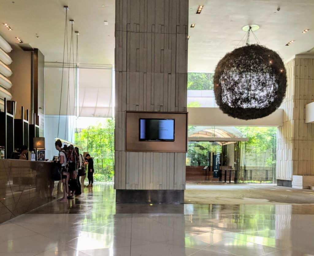 Millennium-Hilton-Bangkok-lobby1