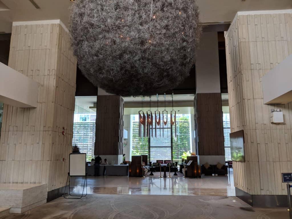 Millennium-Hilton-Bangkok-lobby2