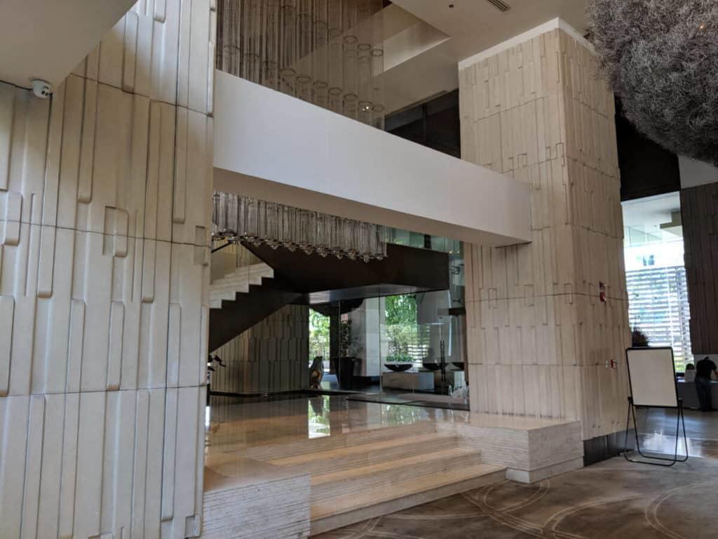 Millennium-Hilton-Bangkok-lobby3
