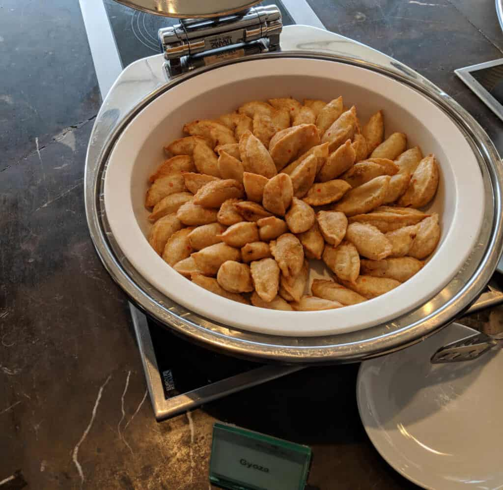 Millennium-Hilton-Bangkok-lounge-food3