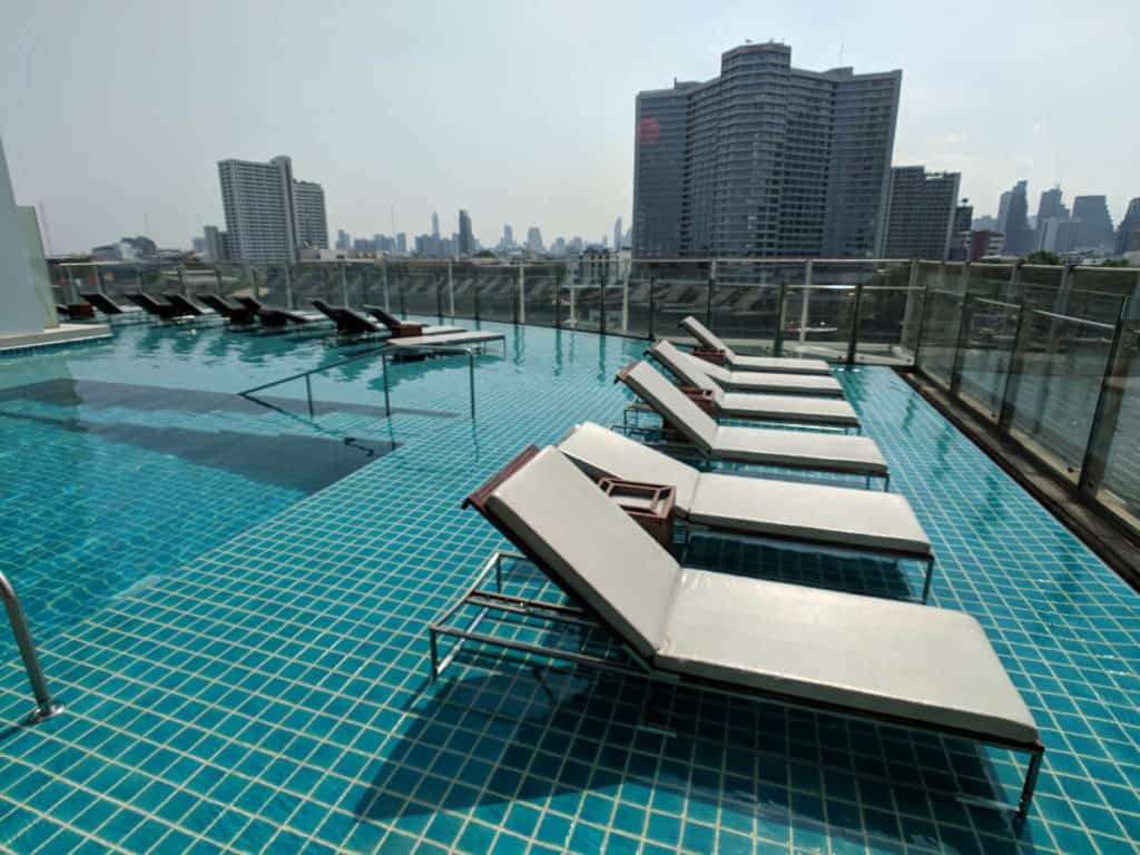 Millennium Hilton Bangkok - really nice pool area for sunbathing