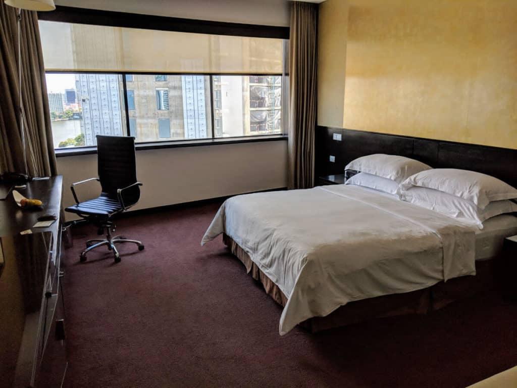 Millennium Hilton Bangkok - quite traditional hotel room