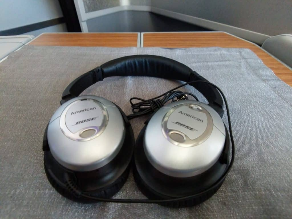 American Airlines 777-200 Fantastic Bose noise-cancelling headphones