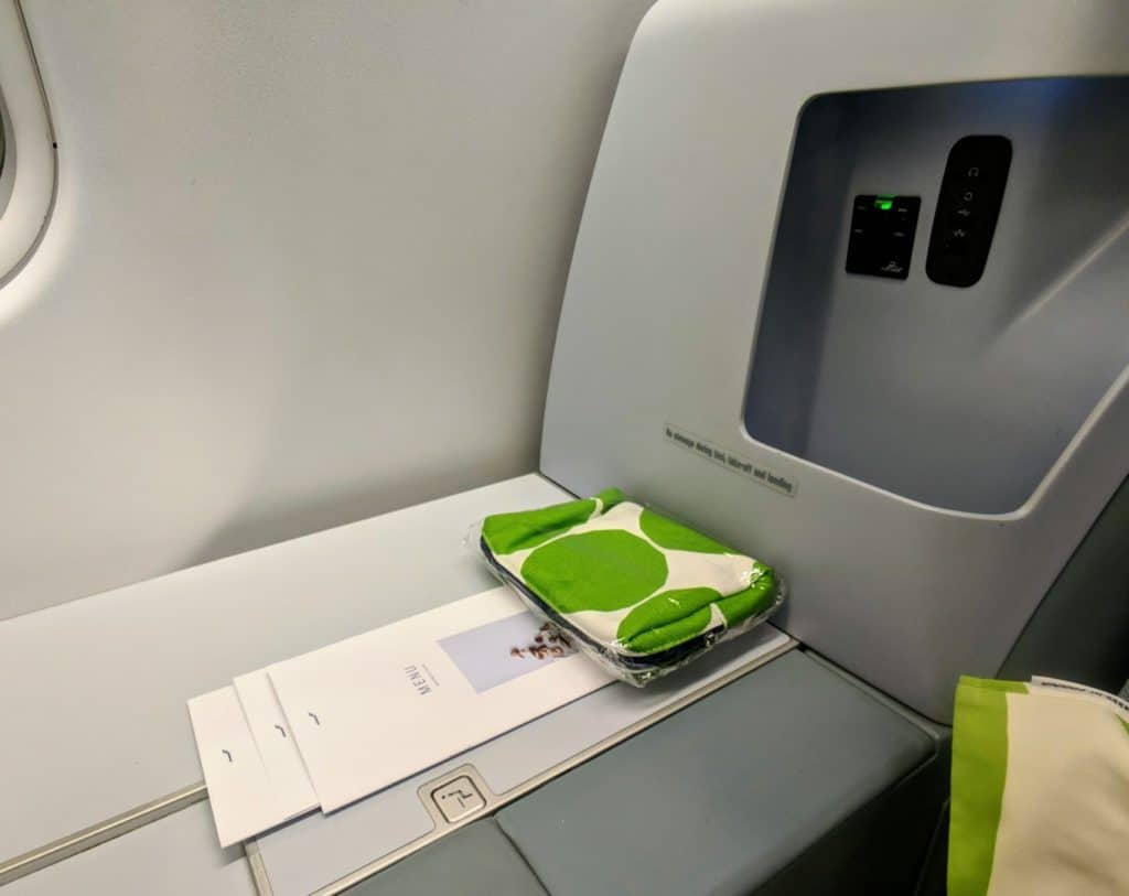 Finnair A330 Business Class charging options