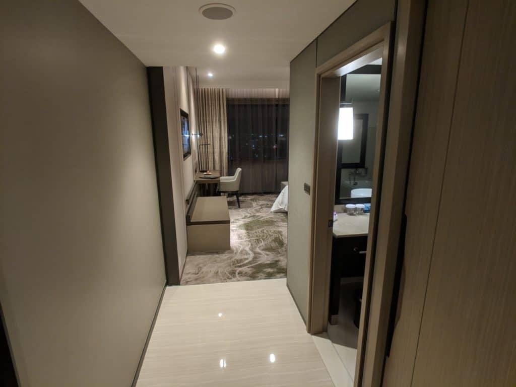 2019 Hotel Review Millennium Hilton Bangkok 001
