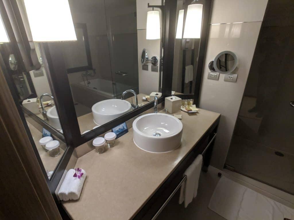 2019 Hotel Review Millennium Hilton Bangkok 002