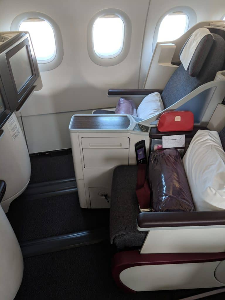 2019 Qatar Airways A320 Business Class Review 001